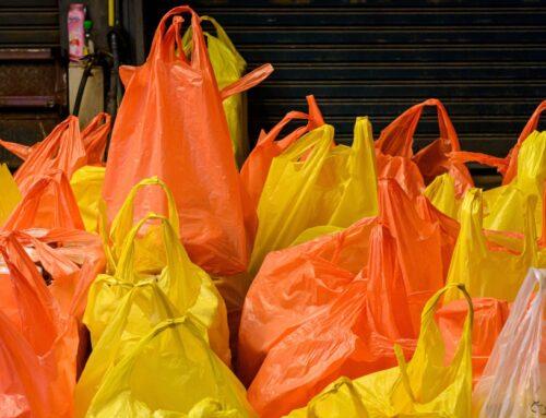Aprueban ley para castigar el uso de bolsas de plástico y popotes